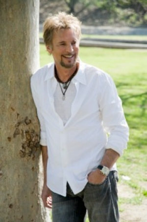 Kenny Loggins will be stopping by Talkin' Pets at 5 PM EST to chat with Jon about his new book